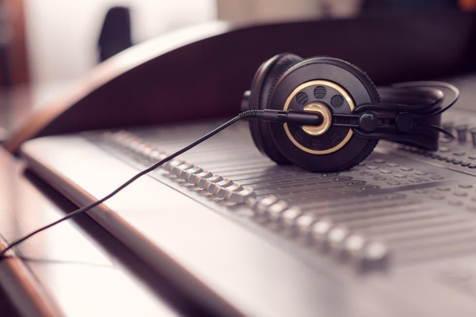 STUDIO Arrangement et production MMTP - Arrangeur Musical - Compositeur Musique - Parolier chanson -Equipement pour arranger, mixer
