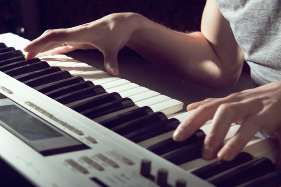 Composition de chanson sur mesure - Compositeur arrangeur de musique - Studio MMTP